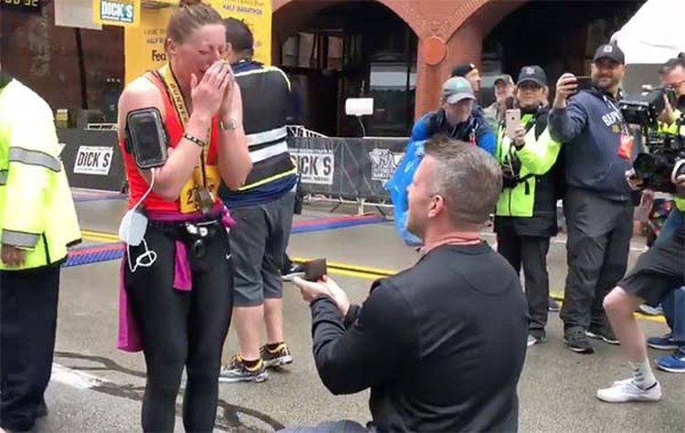 Runner Gets Engaged Seconds After Completing the Pittsburgh Marathon
